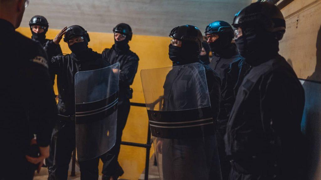 Deelnemers evalueren tijdens de Special Forces Experience met als doel persoonlijk leiderschap ontwikkelen